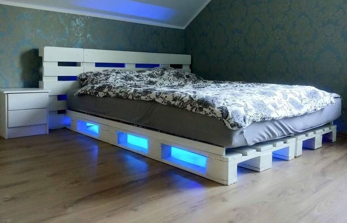 45 Attractive Diy Pallet Bed With Lights Ideas In 2020 With