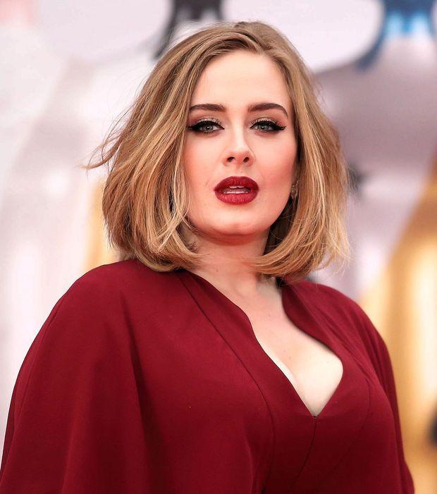 Voici combien ça vous coûterait de faire venir votre star préférée à votre  mariage   Adele - Plus de 750 000 dollars (659 503,14 euros) 2d38ff8564ee