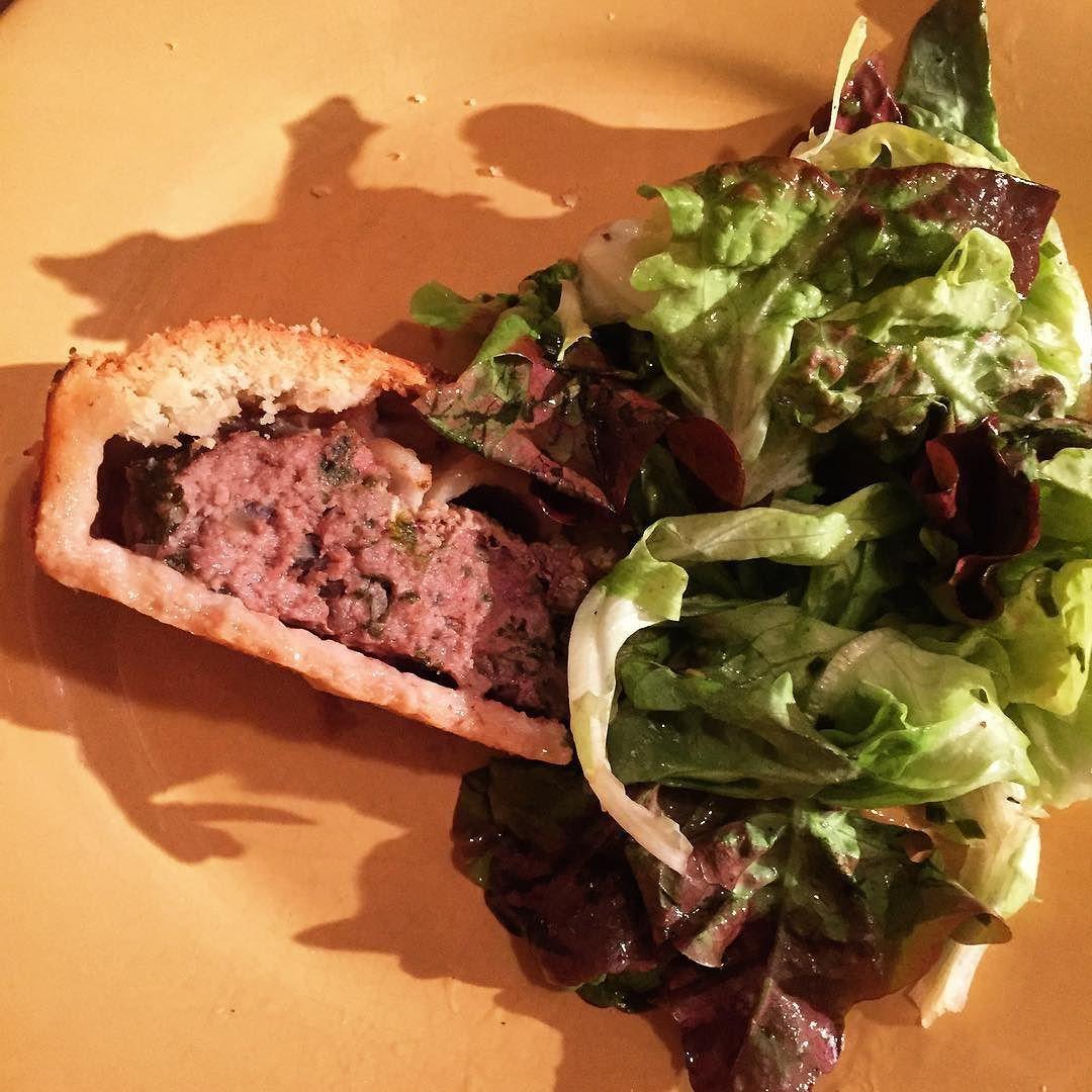 Tourte alsacienne à la viande dans l'assiette #tourte #alsace #viande #cuisine #food #homemade #faitmaison N'hésitez pas à nous demander la recette nous la publierons dans notre bloghttp://ift.tt/1JtxP6n #amazing #eat #foodporn#instagood #photooftheday#yummy #sweet #yum #Instafood #dinner #fresh #eatclean #foodie #hungry #foodgasm #tasty #eating #foodstagram #cooking #delish #foodpics #french Vous pouvez nous suivre dans Twitter @mememoniq ou sur Facebook http://ift.tt/1JA3KvP