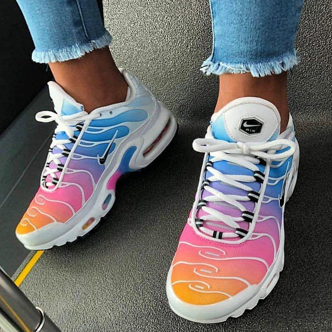This Model Has Stolen Our Heart Look For It In Our Stationary Stores And Airmax Distancegirl Cute Sneakers Jordan Shoes Girls Nike Air Shoes