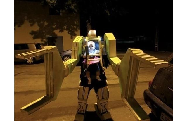 39 Hilarious Halloween Photos Of Costumed Kids Who Won At Life (Slide #12) - Alien Power Loader