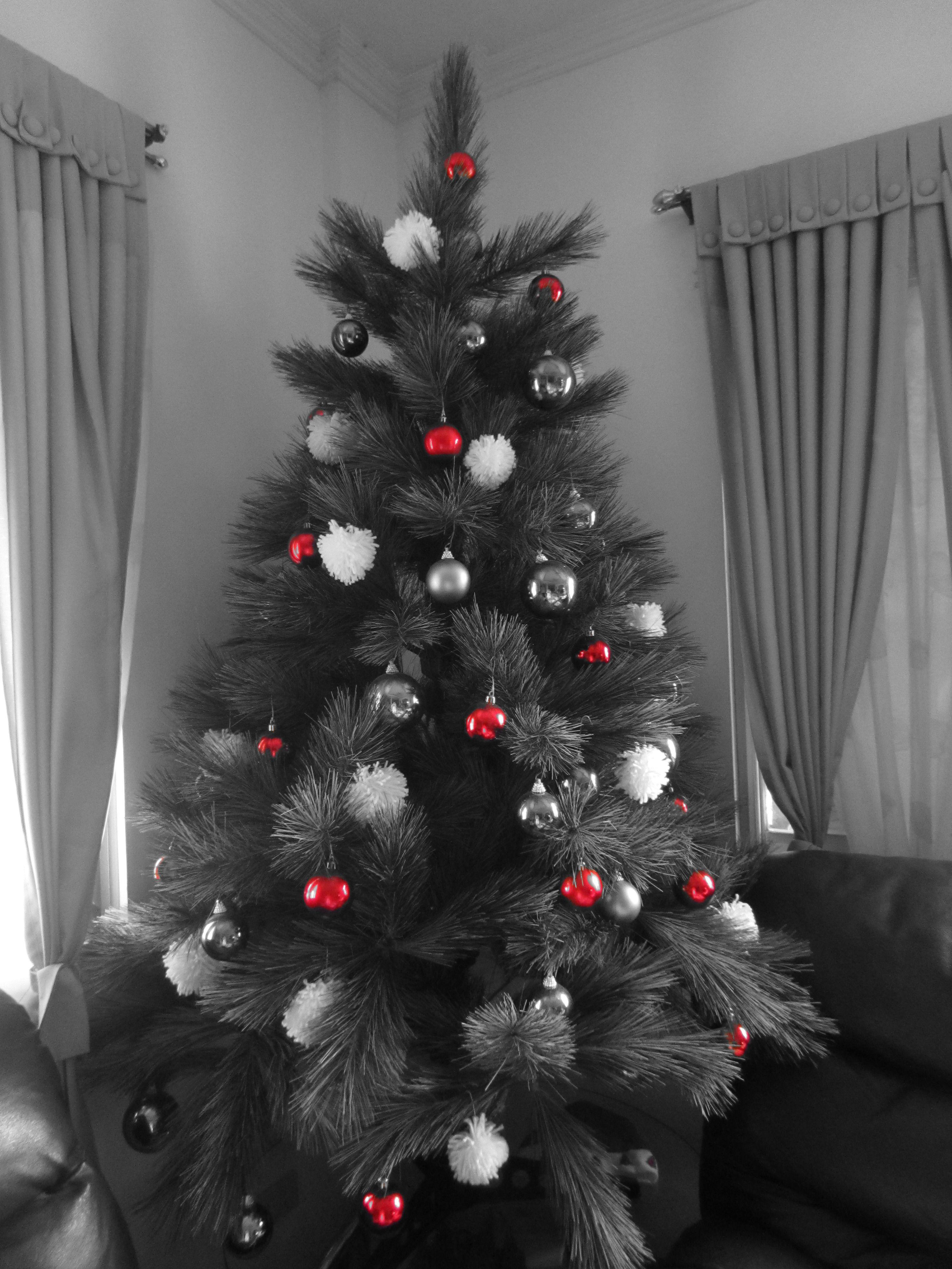 Gray Christmas Tree.Christmas Tree Red White And Grey Themed Christmas
