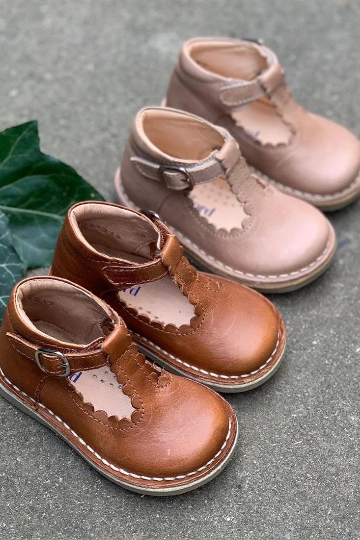 T-bar scallop children shoes by Petit