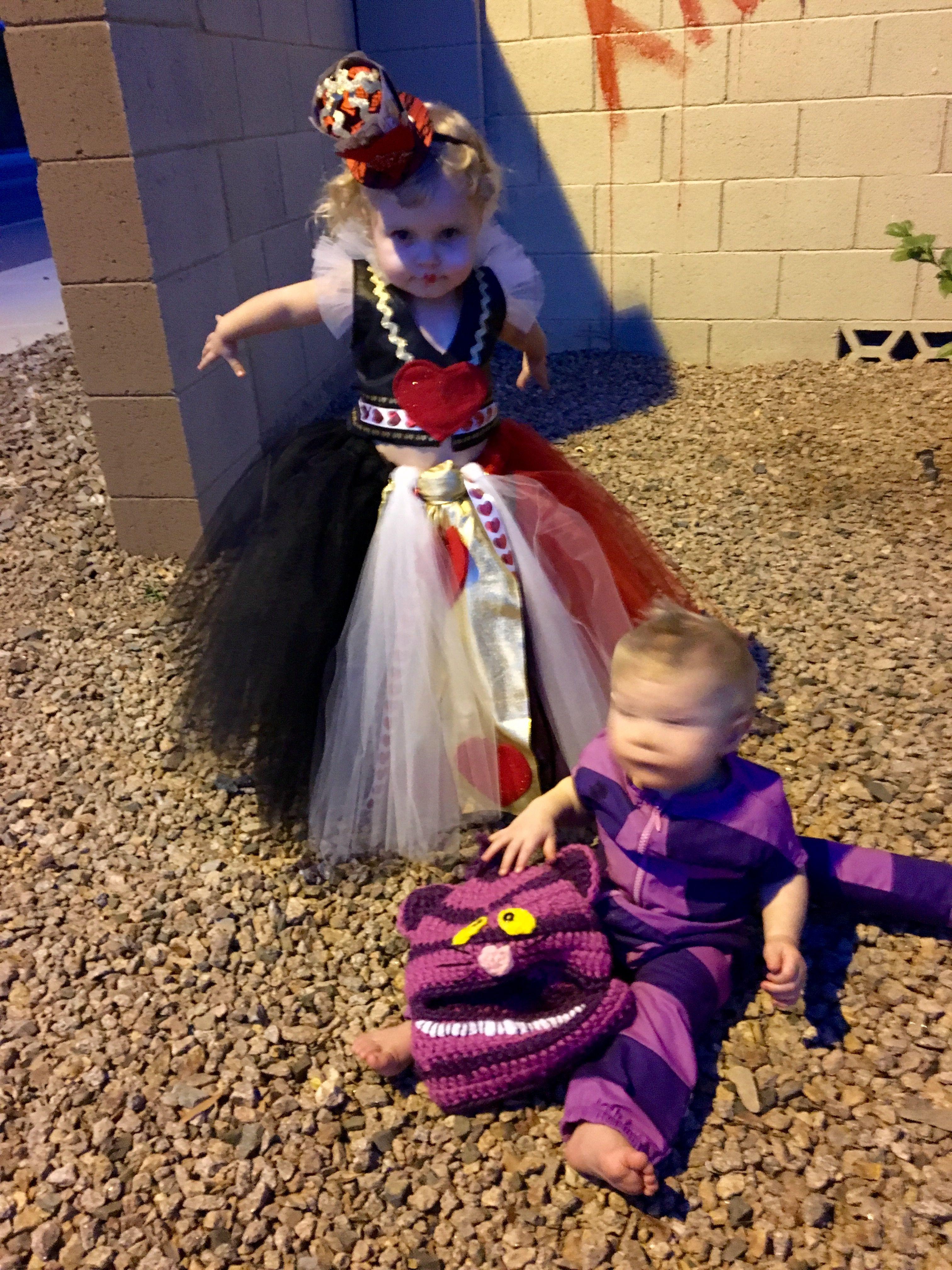 Alice & wonderland theme. Queen of hearts. Cheshire Cat. Costumes. Halloween.