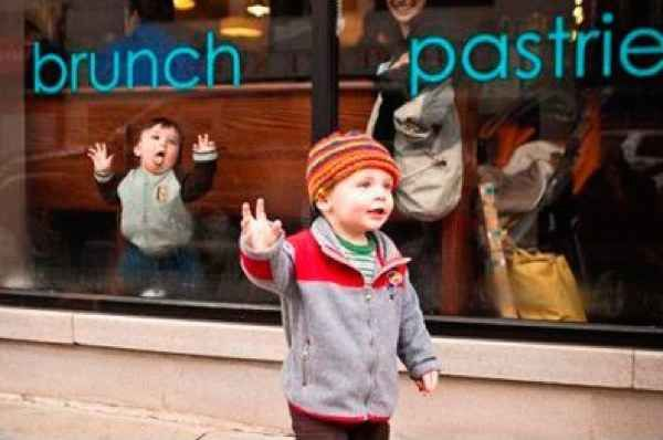 Come on baby, you know you want it | 21 Kids Who Were Born To Photobomb