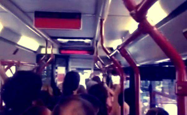 Un video che ha quasi dell'incredibile e che documenta il disagio che si vive giornalmente sui mezzi di trasporto della Capitalehttp://tuttacronaca.wordpress.com/2013/10/07/a-roma-un-autista-di-bus-sospende-il-servizio-per-20-minuti-dopo-lamentele/