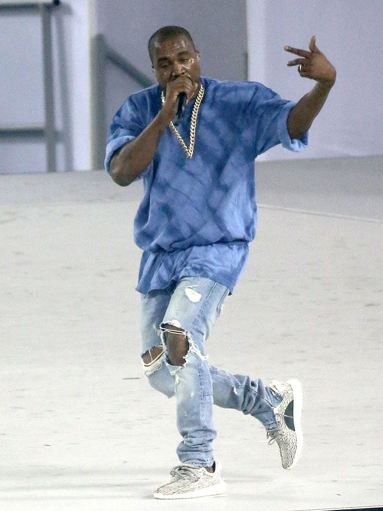 Want To See Kanye West Perform Live On His Saint Pablo Tour Join The Kanye West Fan Group And Wish Lists To Kanye West Style Kanye West Outfits Kanye Fashion