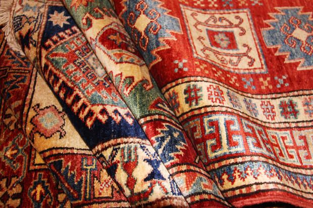 There is widespread practice of the craft in almost all parts of Iran. It provides employment for more than one million people, mainly women, as a cottage industry. In the 1970s, more than 58 percent of home-based production units and 33 percent of Iran's rural areas were engaged in carpet weaving. About 55 percent of carpet weavers lived in villages and 45 percent in towns and cities, of which 80% were women.  #Persianrug #PersianCarpet #persianrugsinfo #ruglovers #DidYouKnow