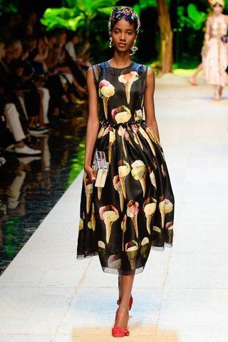 Sfilate Dolce   Gabbana Collezioni Primavera Estate 2017 - Sfilate Milano - Moda  Donna - Style.it 1c7afcd60db