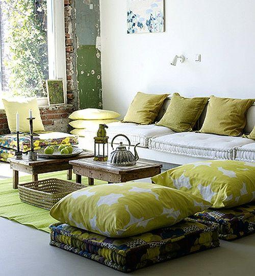 Wohnideen wohnzimmer 39 ideen f r ein sommerliches flair for Marokkanische bodenkissen