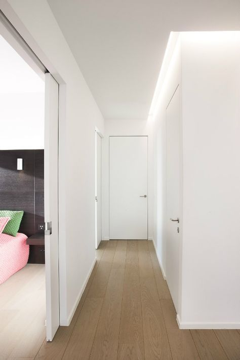 Pasillo con puertas enrasadas puertas correderas ocultas puertas correderas sin marco pasillo - Puertas correderas ocultas ...