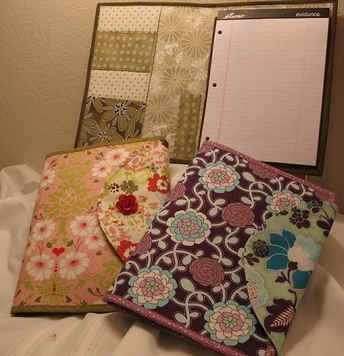 Free Sewing Pattern for a writing tablet or notebook cozy.