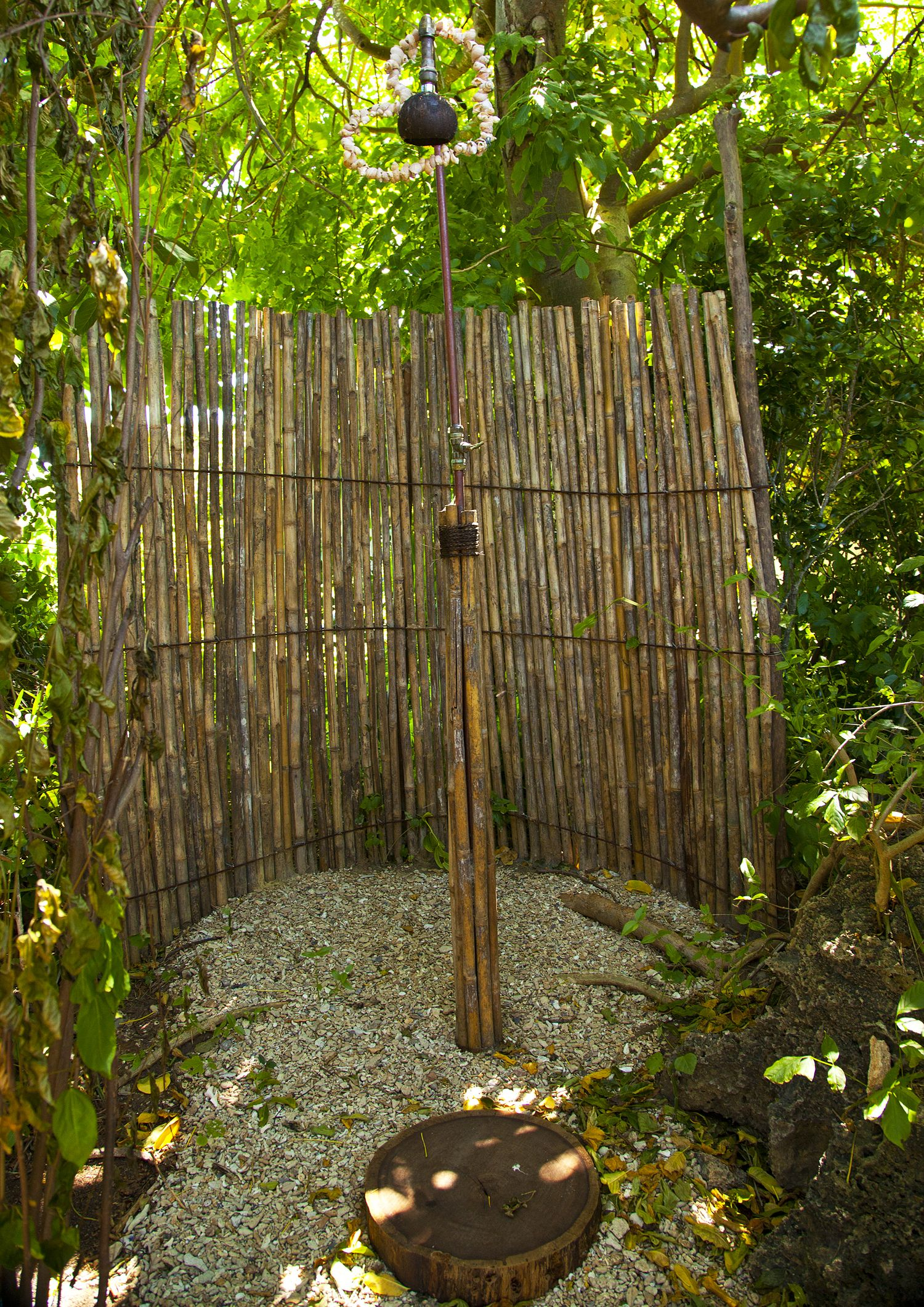 Bathroom rustic outdoor shower design with bamboo for Outdoor rock shower