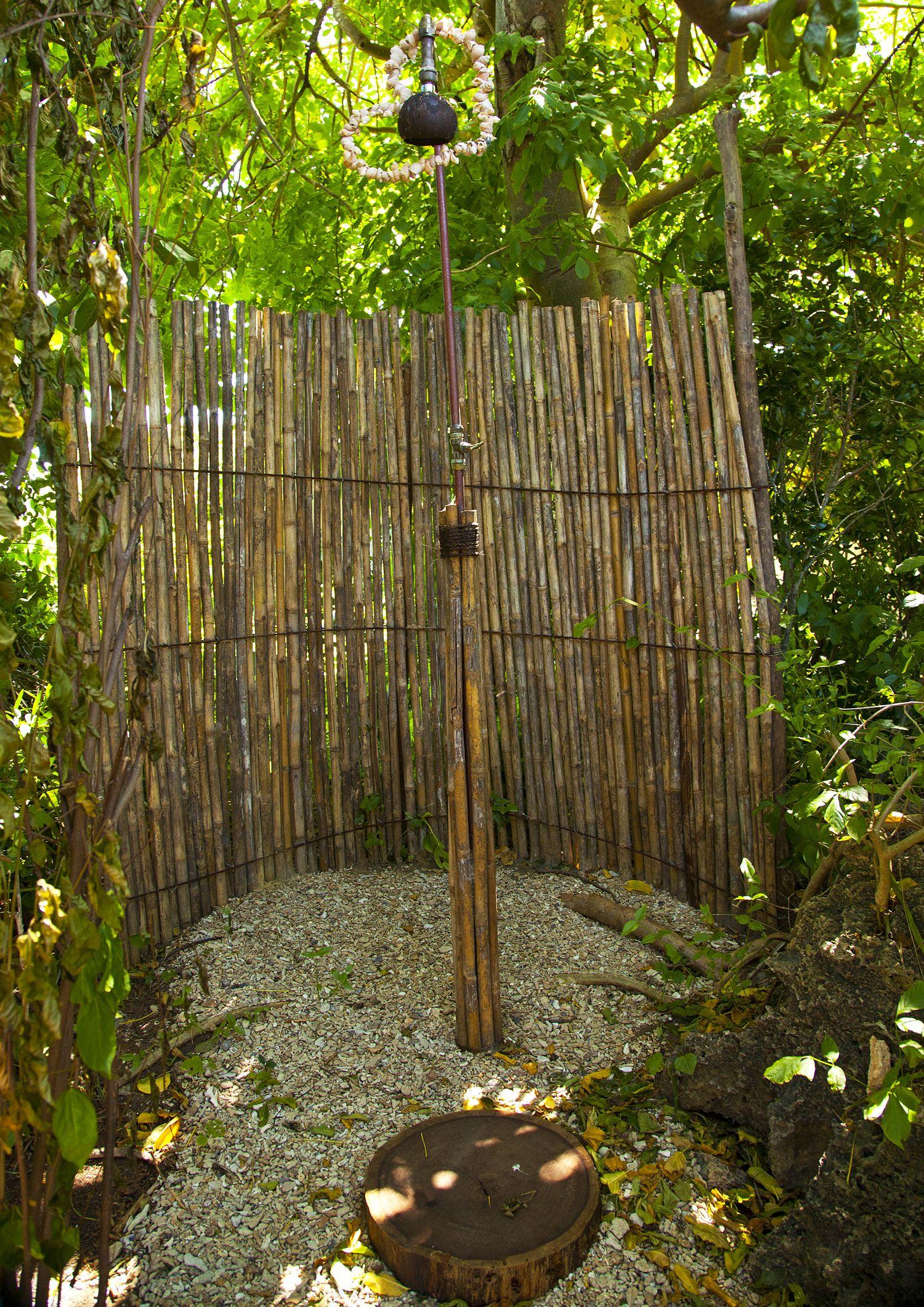 Bathroom rustic outdoor shower design with bamboo for Outdoor bathroom decor