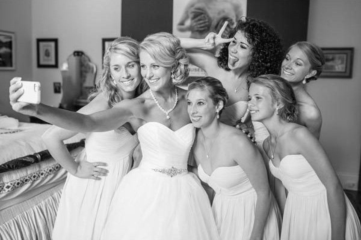 50 Photos You'll Want To Take With Your Bridesmaids