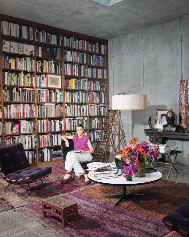 Die Sammlerin Karen Boros In Ihrem Wohnzimmer Einem Ehemaligen Luftschutzbunker Berlin Mitte