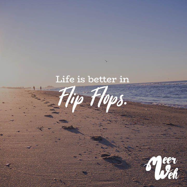 Visual Statements®️️ Life is better in Flip Flops. Sprüche / Zitate / Quotes / Meerweh / reisen / Fernweh / Wanderlust / Abenteuer / Strand / fliegen / Roadtrip / Meer / Sand / Landschaft / Sonnenuntergang / Sonnenaufgang