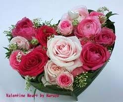 バラとラナンキュラスのバレンタイン・ハート