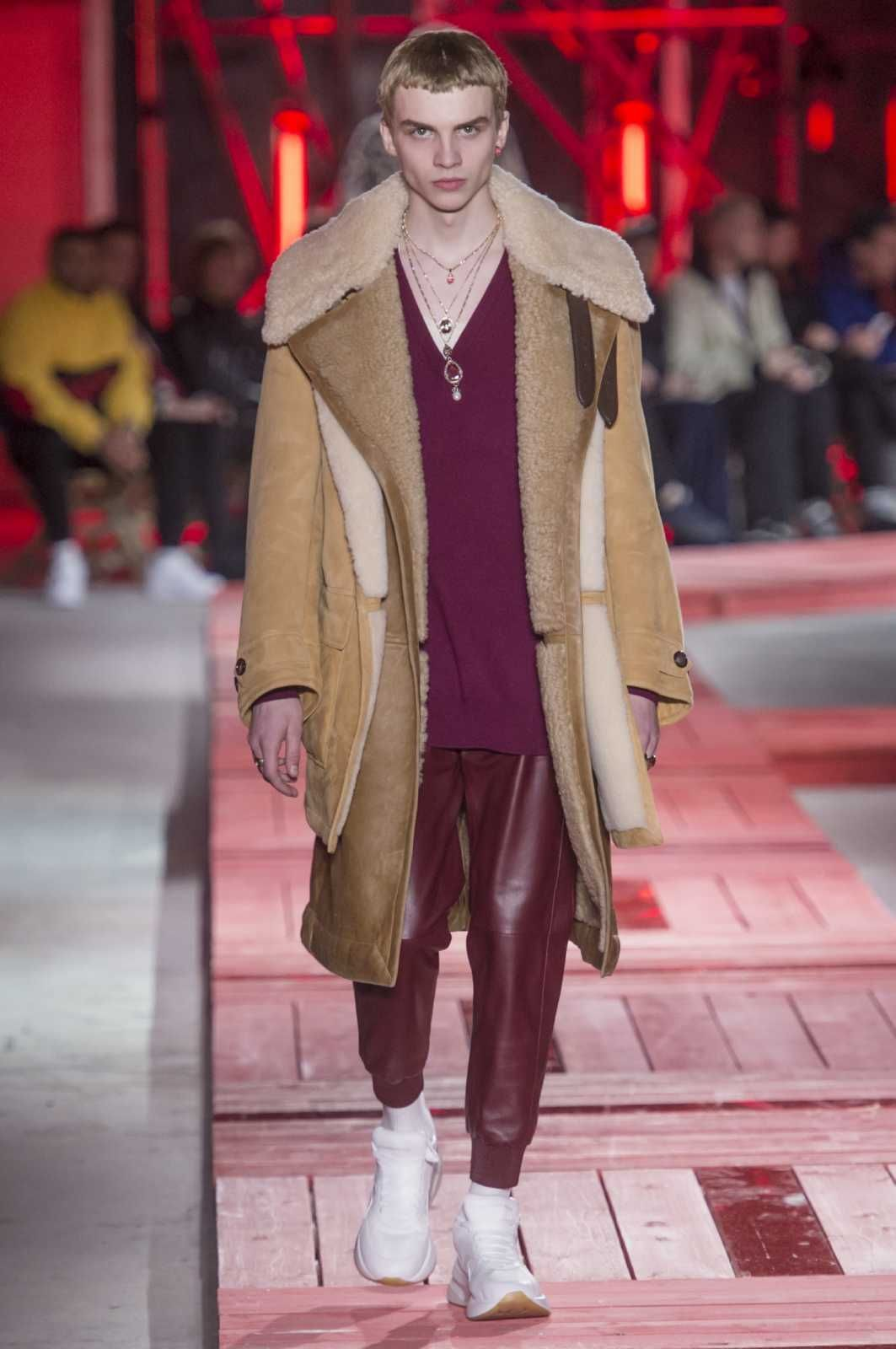 090f474eaca69 Male Fashion Trends: Alexander McQueen Fall-Winter 2018-2019 | Paris  Fashion Week - BORREGO #FashionTrends2019