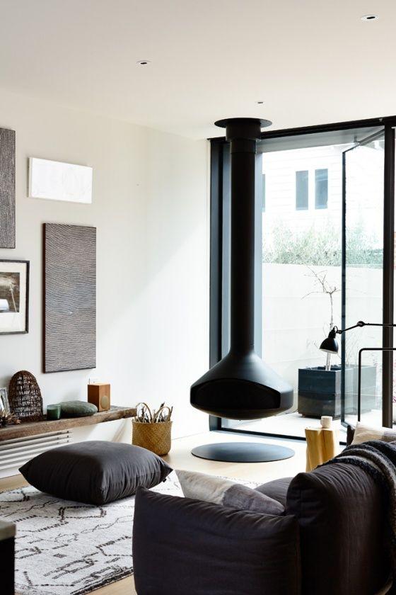 Super cool fireplace. | kaminer | Pinterest | weiße Wohnzimmer ...
