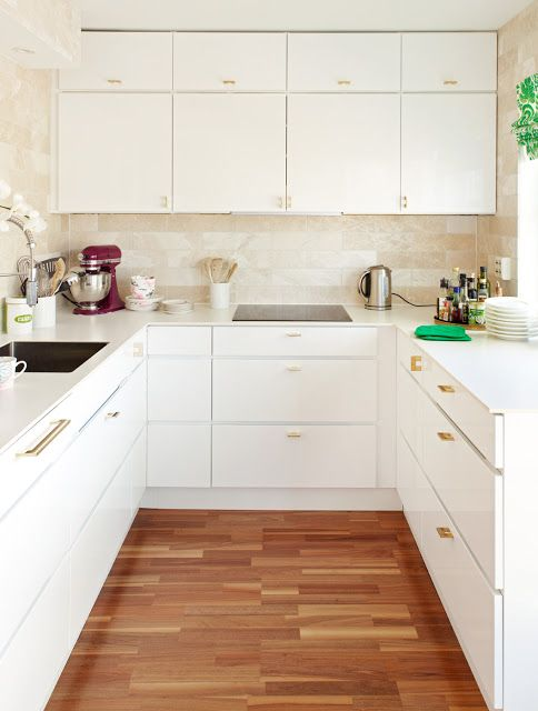 Best Ulloa Flat Front White Cabinets Wood Floor White 400 x 300