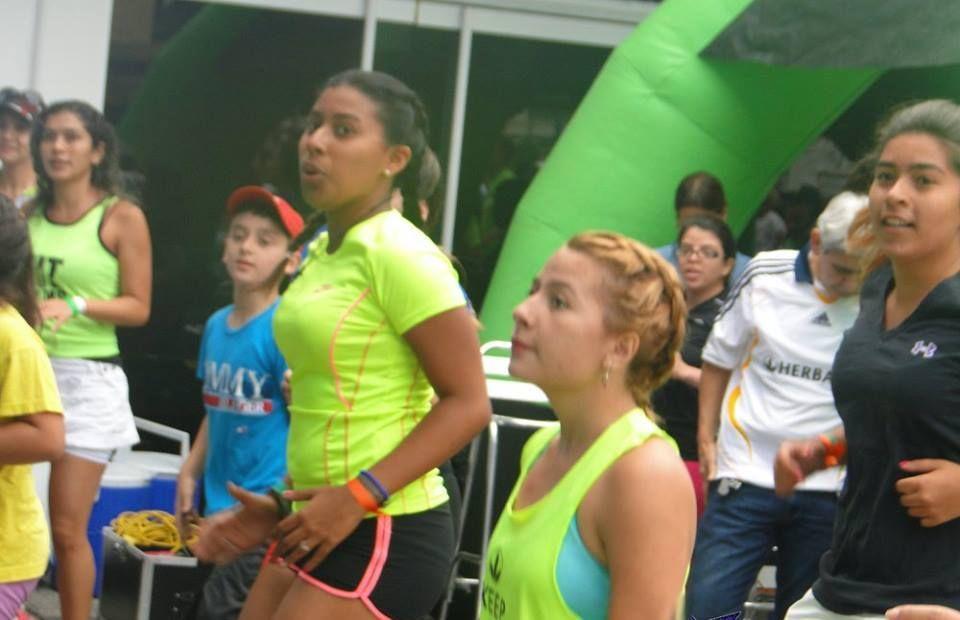 En los ejercicios de entrenamiento y bailoterapia ツ