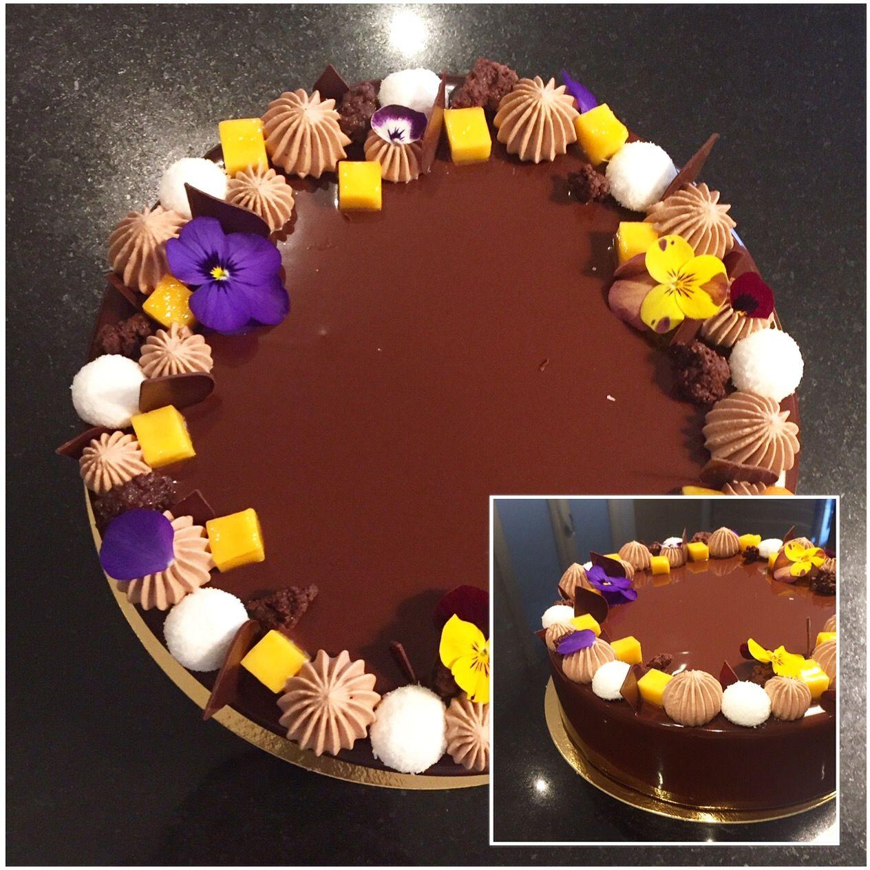 Entremets Choco Exo   Croustillant chocolat fleur de sel, biscuit dacquoise noix de coco, crémeux fruits exotique, confit passion et mousse chocolat noire intense.