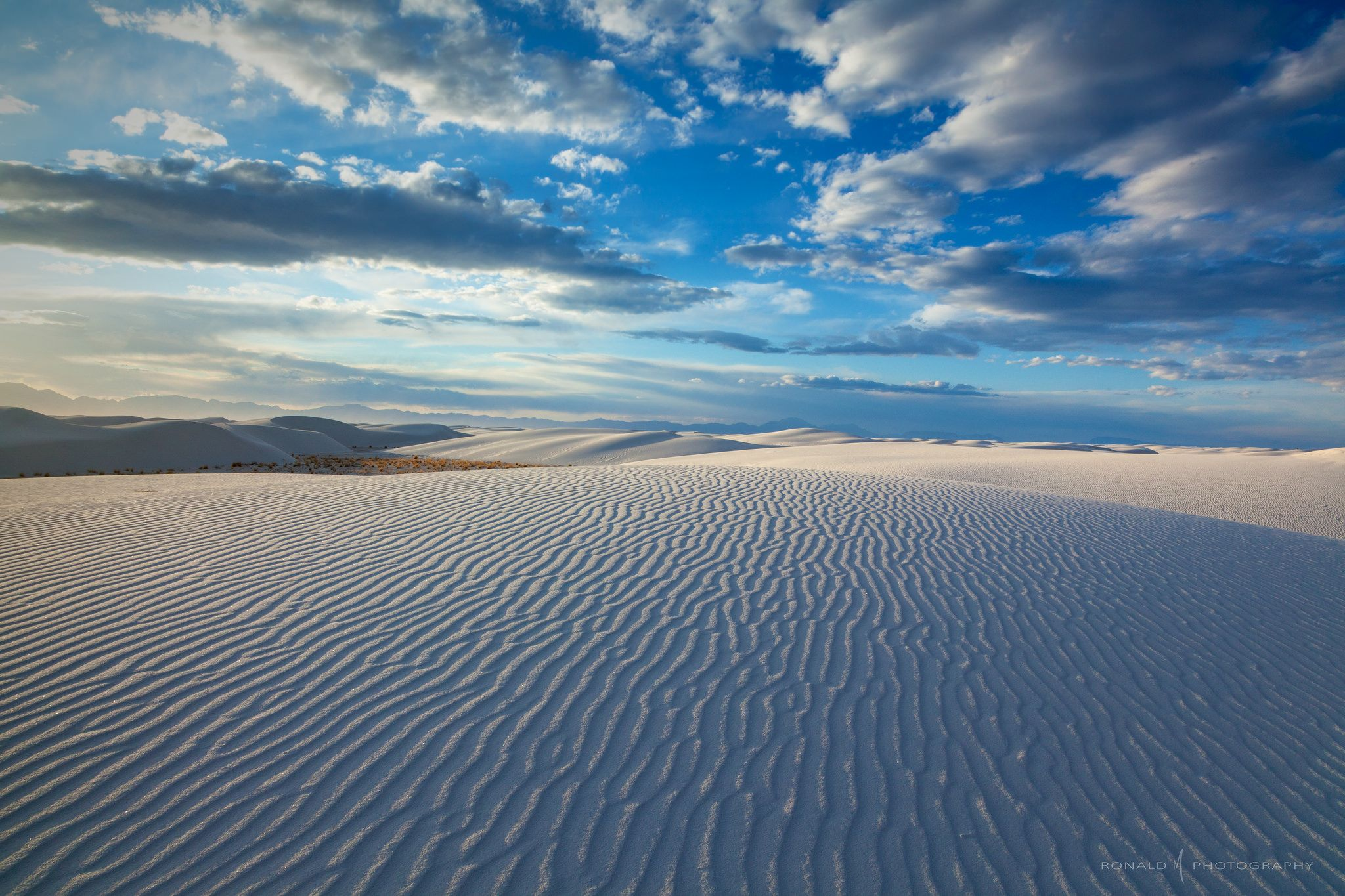 White Sands in New Mexico by Ronald M [2048×1365] reddit