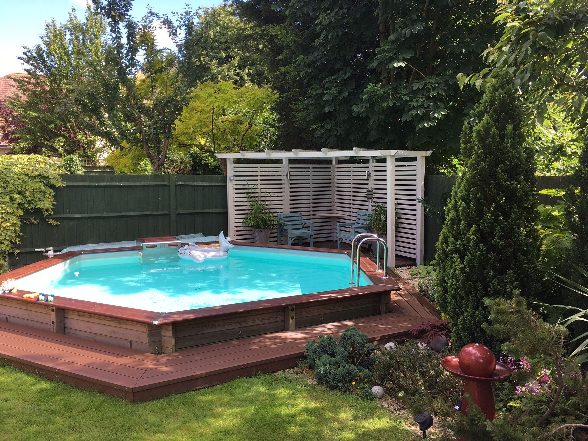 cette piscine piscinelle octogonale est un vrai espace de loisirs pour les enfants house. Black Bedroom Furniture Sets. Home Design Ideas
