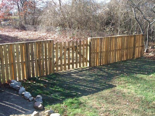 Recycled Pallet Wood Fence Projets De Jardins Projets En Bois De Palette Bricolage Jardin