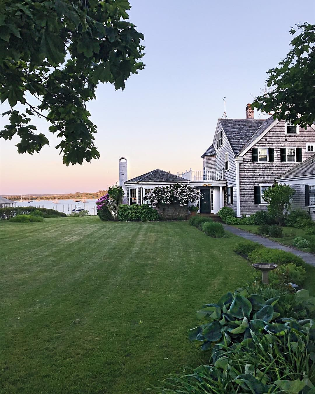 Waterfront Homes: Martha's Vineyard Waterfront Home