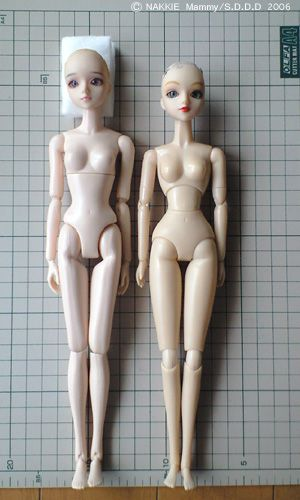 j-doll on momoko body.  their heads open in half to change to other 6mm eyes also