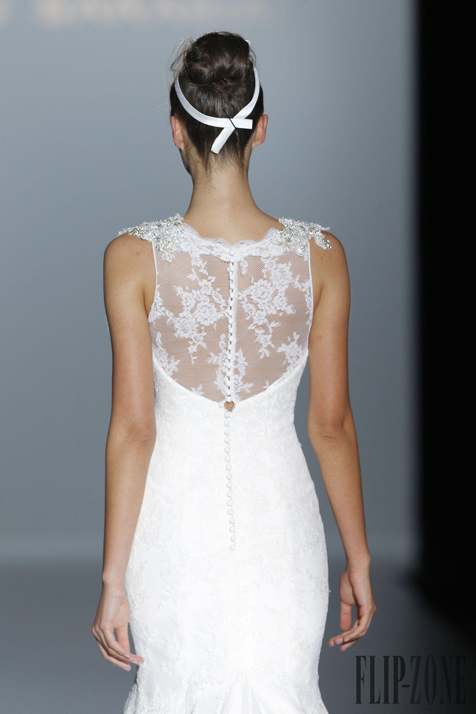 Franc Sarabia 2015 collection - Bridal - http://www.flip-zone.com/fashion/bridal/the-bride/franc-sarabia-4751