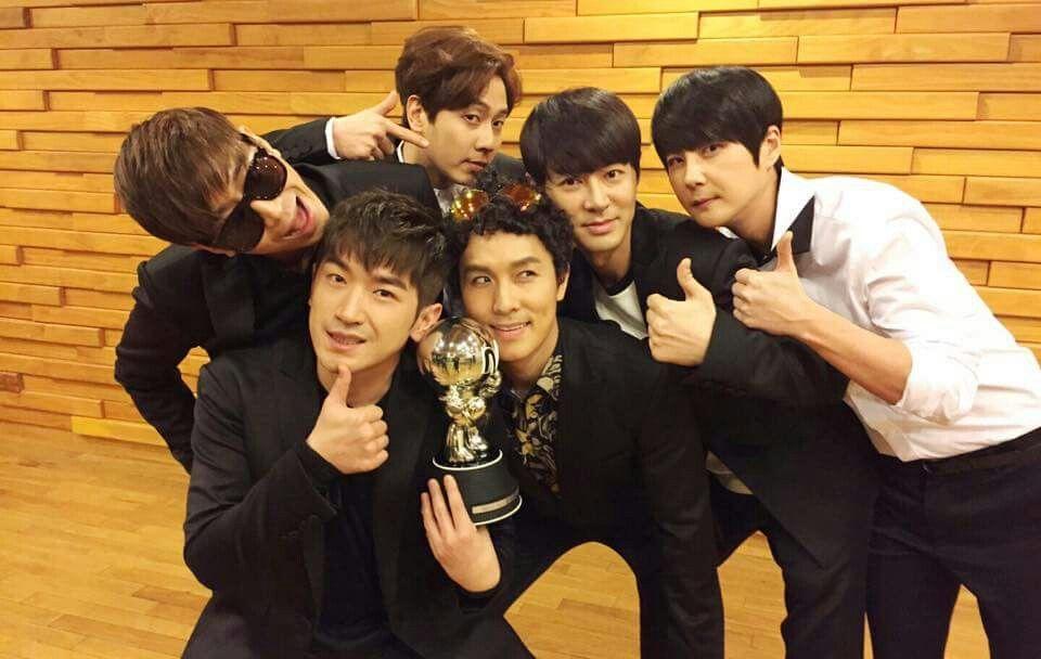 "Mnet Countdown: 신화의 ""표적"" 돌째주 1위!!!! 축하합니다!"
