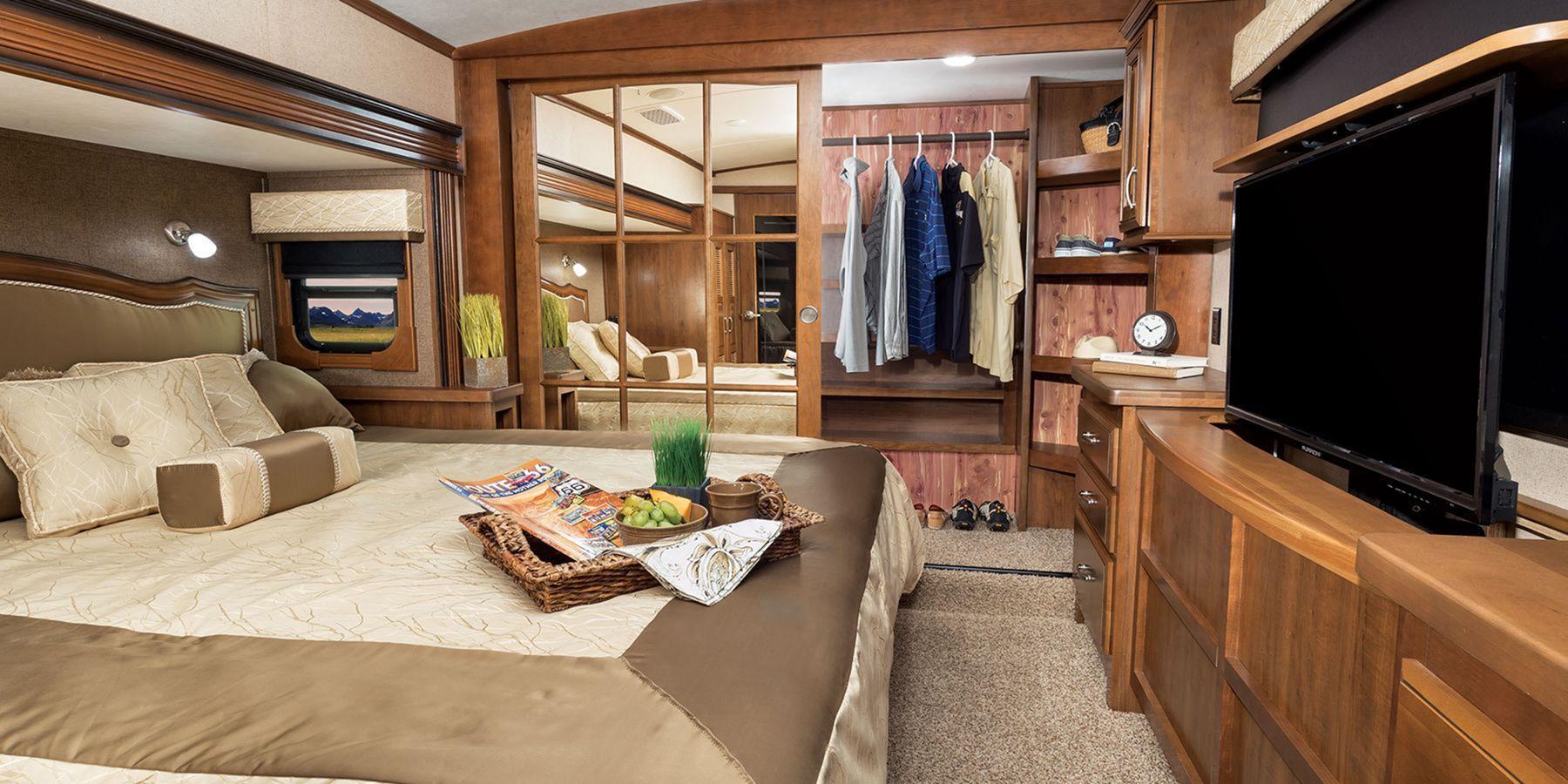 25 Cozy RV Bedroom Ideas For Cozy Summer Camping Bed
