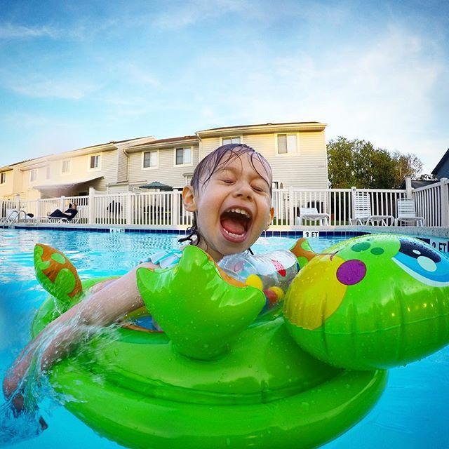 Someone is having fun. #pool #usa #daughter #GoPro
