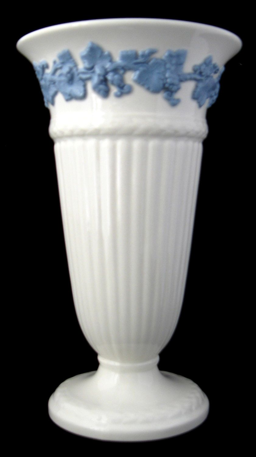 Wedgwood queens ware vase blue grapevine on white tall 65 inches wedgwood embossed queens ware vase tall 1950s grapevine blue and white cream ware gotvintage reviewsmspy
