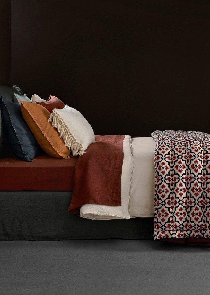 une parure de lit graphique interior. Black Bedroom Furniture Sets. Home Design Ideas