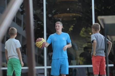 Schweinsteiger joga basquete