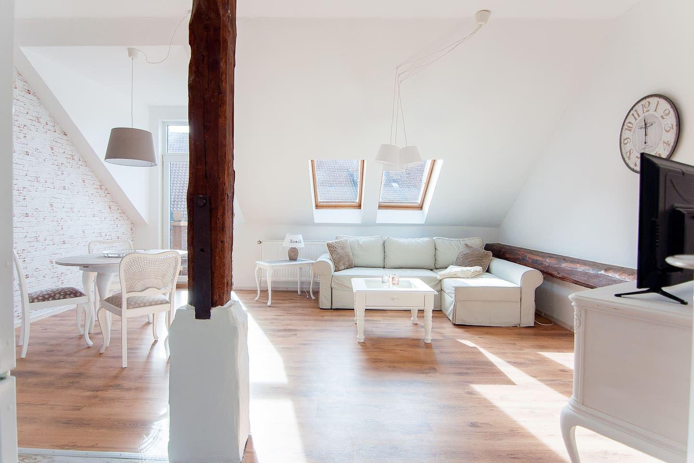 Charmante 2 Zimmer Wohnung Super Anbindung Wohnungen Zur Miete In Ronnenberg Nds Deutschland Mit Bildern Wohnung Wohnung Mieten 2 Zimmer Wohnung
