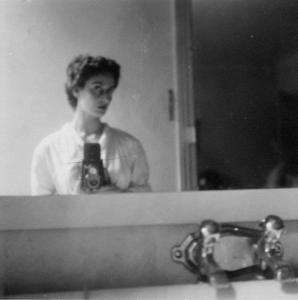 Eh09548p Self Portrait Of Adriana Ivancich In Bathroom
