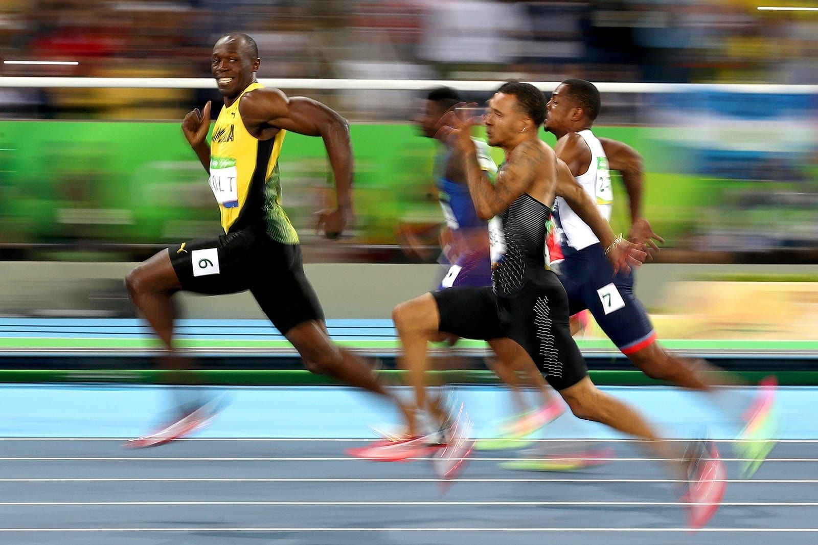 23 Of The Most Powerful Pictures In Olympic History (With