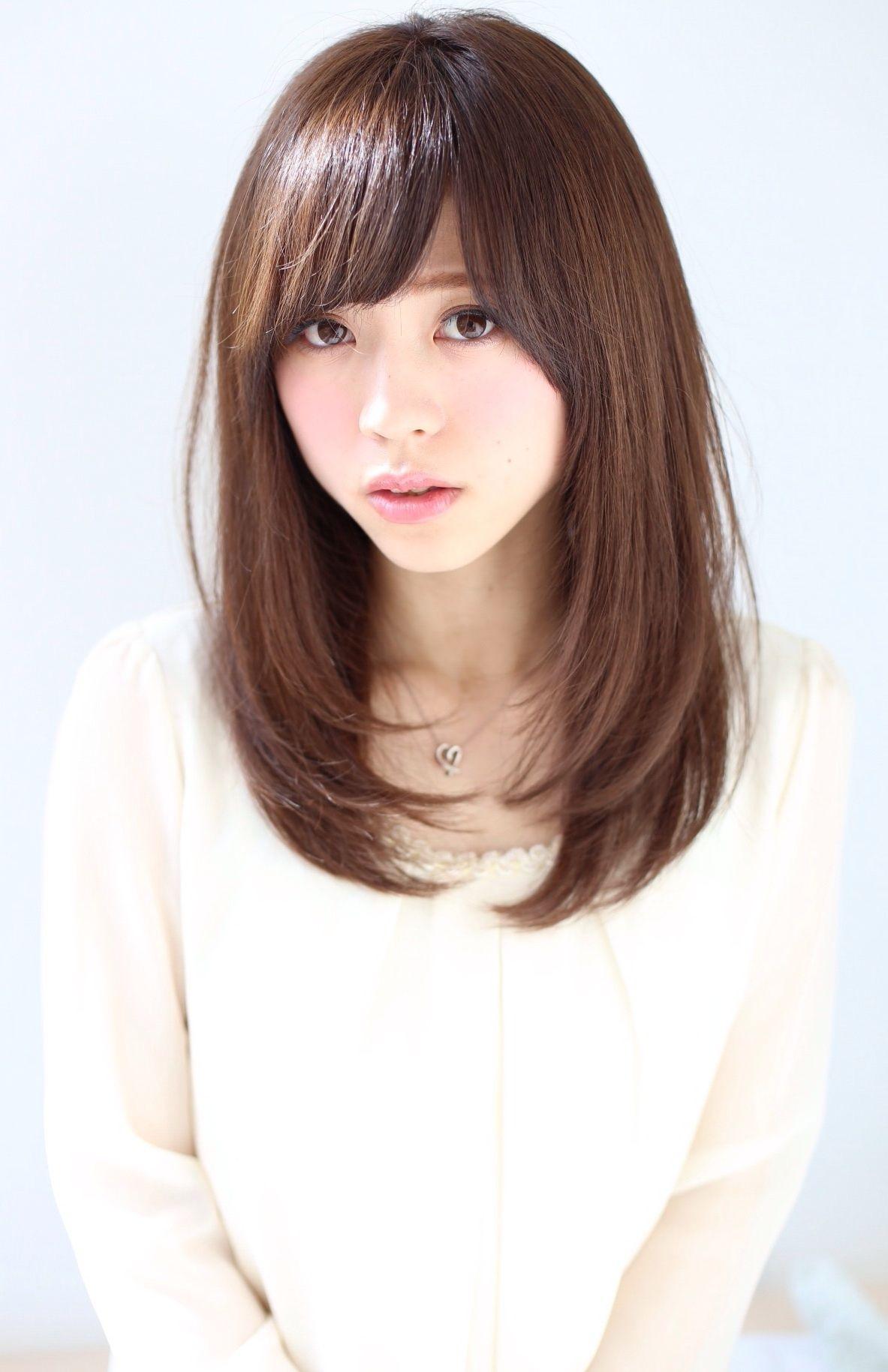 ミディアムストレートで小顔効果美人に 髪型 髪型 ストレート 髪型 セミロング