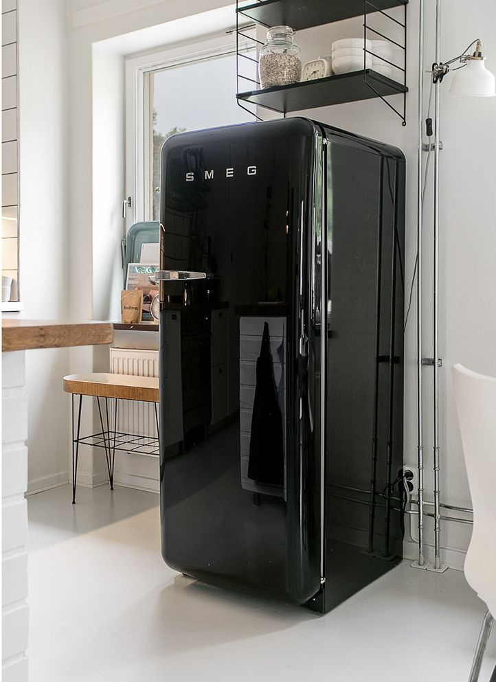 FAB28 #Smeg50style Black | Lively tones and curvy design Frigorifero ...