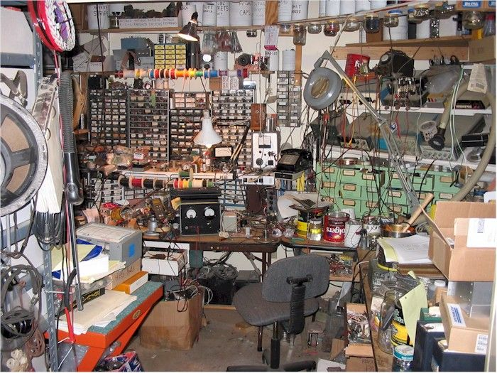 Show Us Your Workbenches At The Radio Attic S Archives Now With 13 160 Identified Antique Radios Electronic Workbench Electronics Workshop Electronic Shop