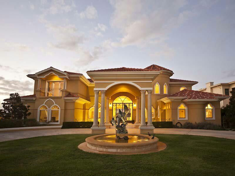 Mansion classic architecture with hotel entrance concept casa