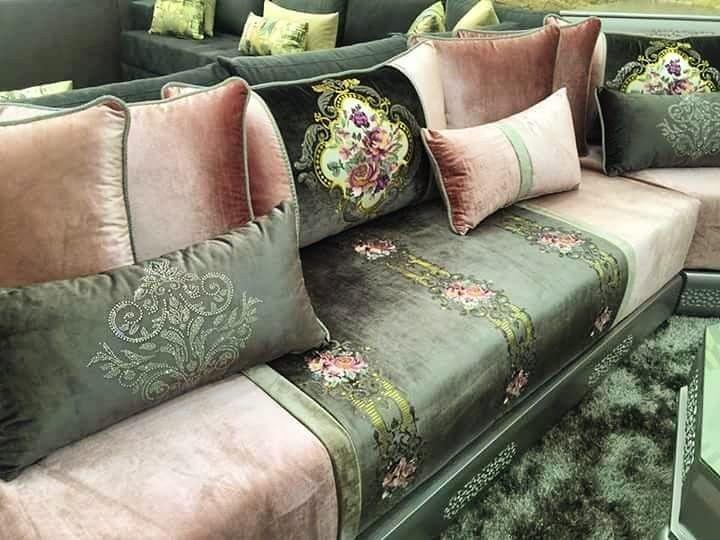 اللمسة المغربية أثواب كمال بيع الأثواب ذات جودة عالية صالونات مغربية تقليدية وعصرية Moroccan Living Room Living Room Sofa Design Moroccan Home Decor