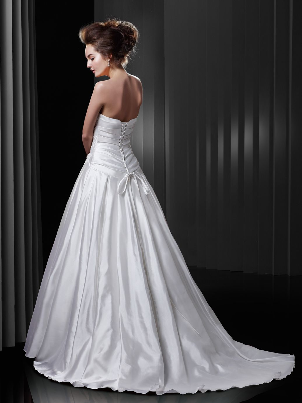 BT13-07 / Beautiful Collection / Enzoani / Available Colours : Ivory ...