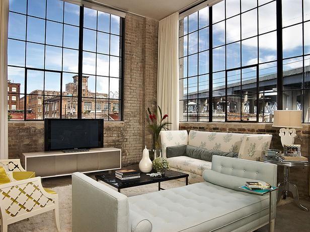 Designers John Fernandez and Jennifer True created this hip, modern loft.