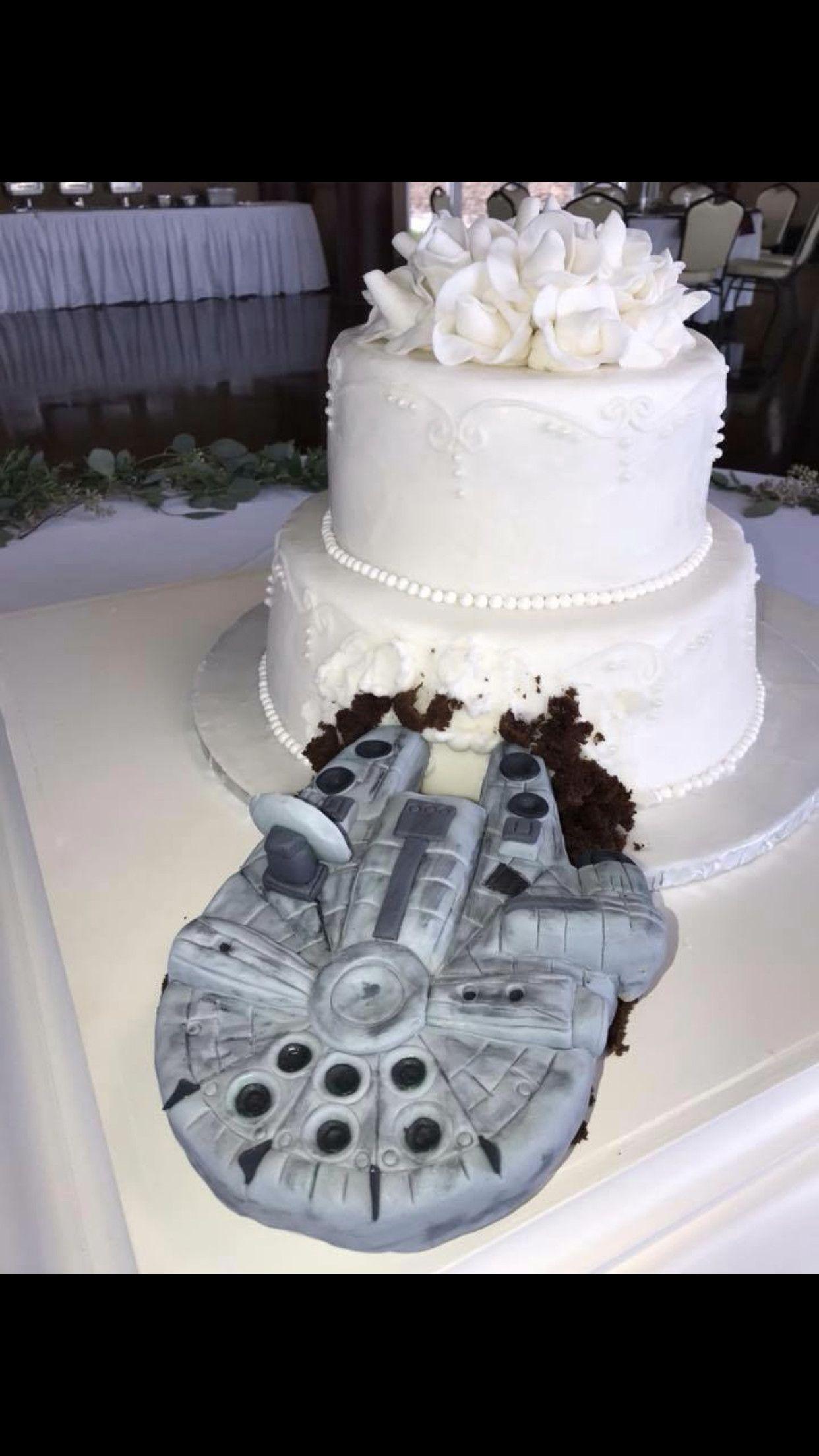 Star Wars Wedding Cakes Type Millennium Falcon Star Wars Ship